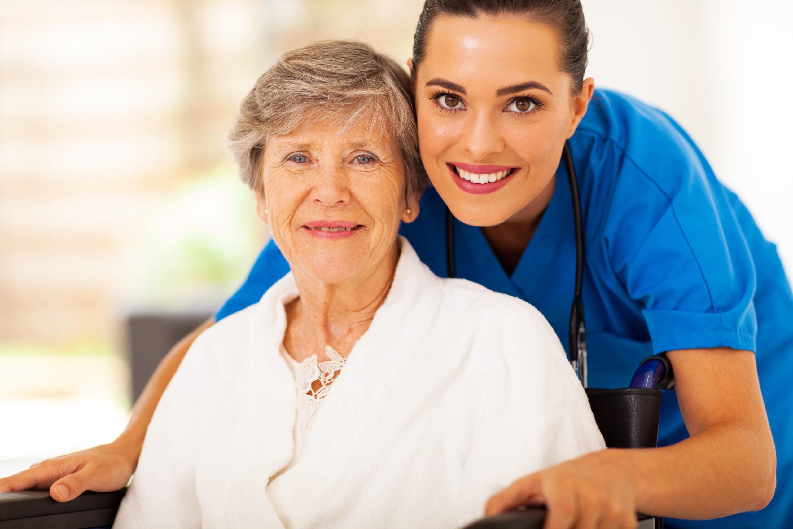 Ambulanter Pflegedienst Obertshausen, dame mit pflegerin
